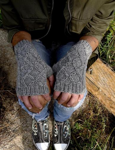 Gatekeeper's Cabled Mitts (Modelled)